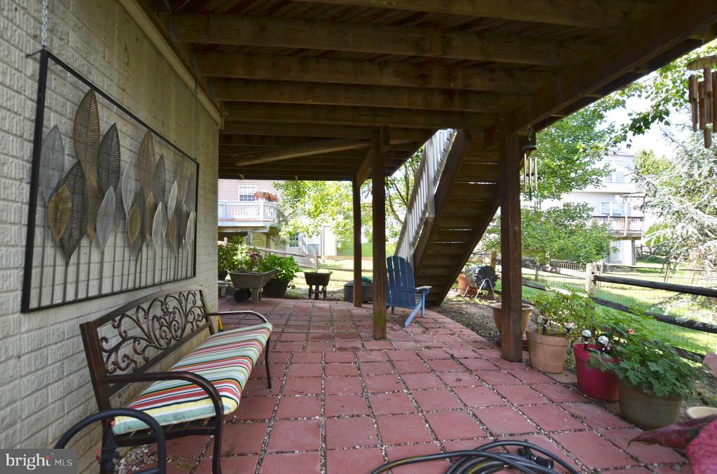 Walk out basement with patio - 43228 CAVELL CT, LEESBURG
