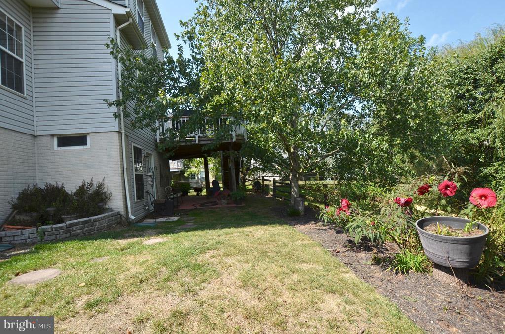 Gardener's dream yard - 43228 CAVELL CT, LEESBURG