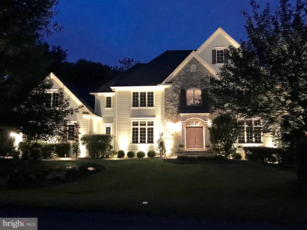 Welcome to this custom home by Monte West! - 3096 WINDSONG DR, OAKTON