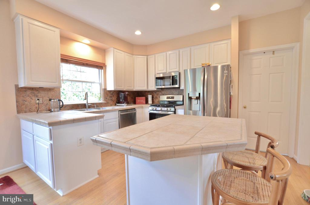 Stainless appliances - 43228 CAVELL CT, LEESBURG