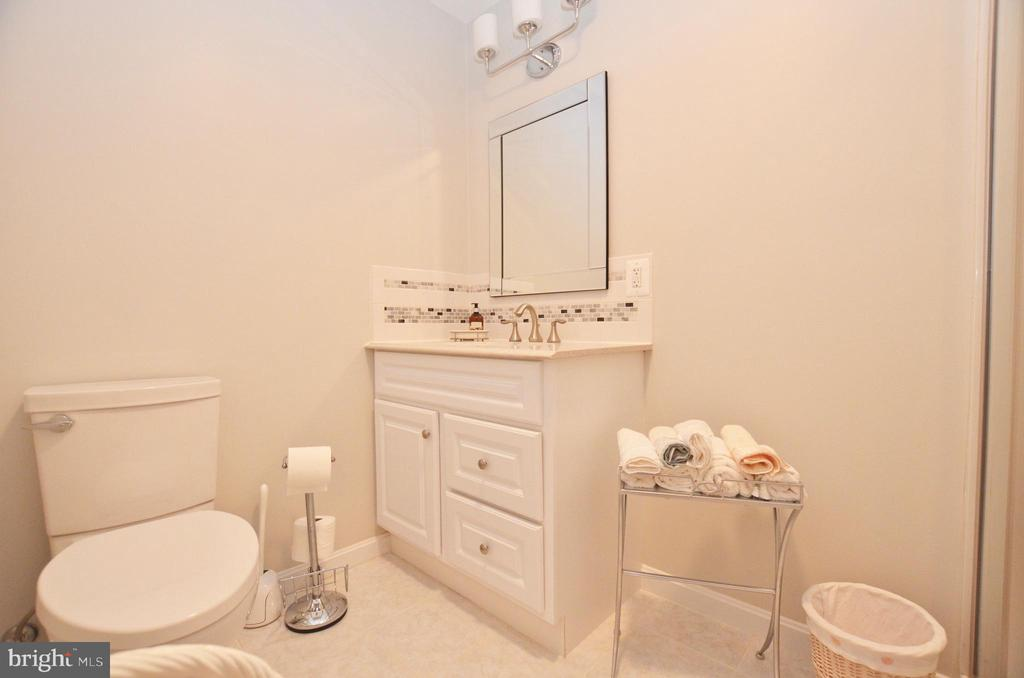 Full bathroom in basement - 43228 CAVELL CT, LEESBURG