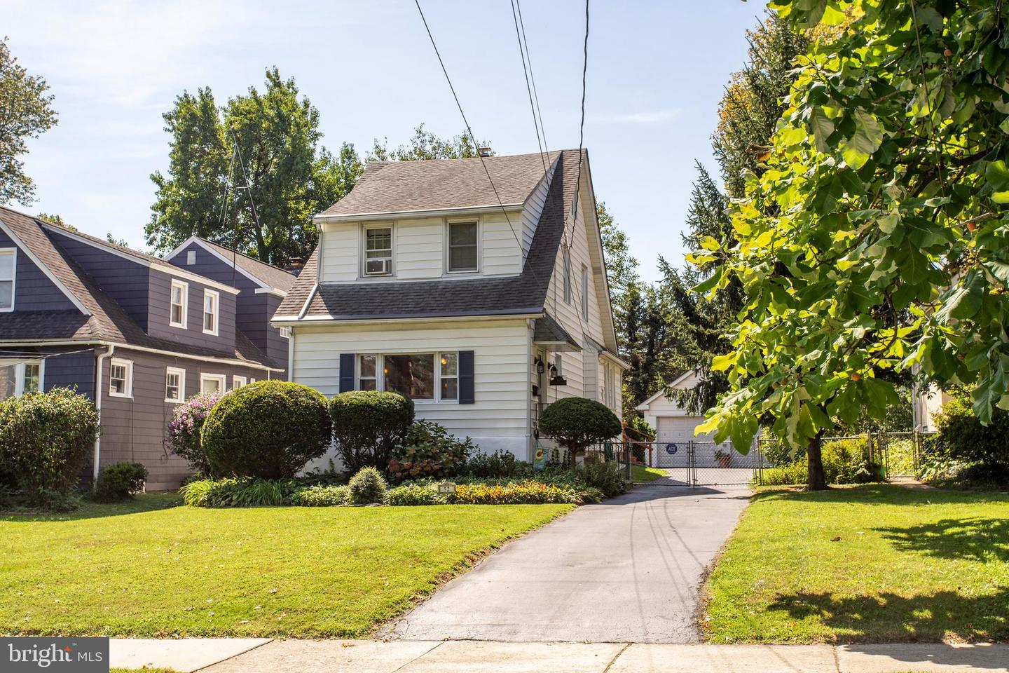 Single Family Homes for Sale at Aldan, Pennsylvania 19018 United States