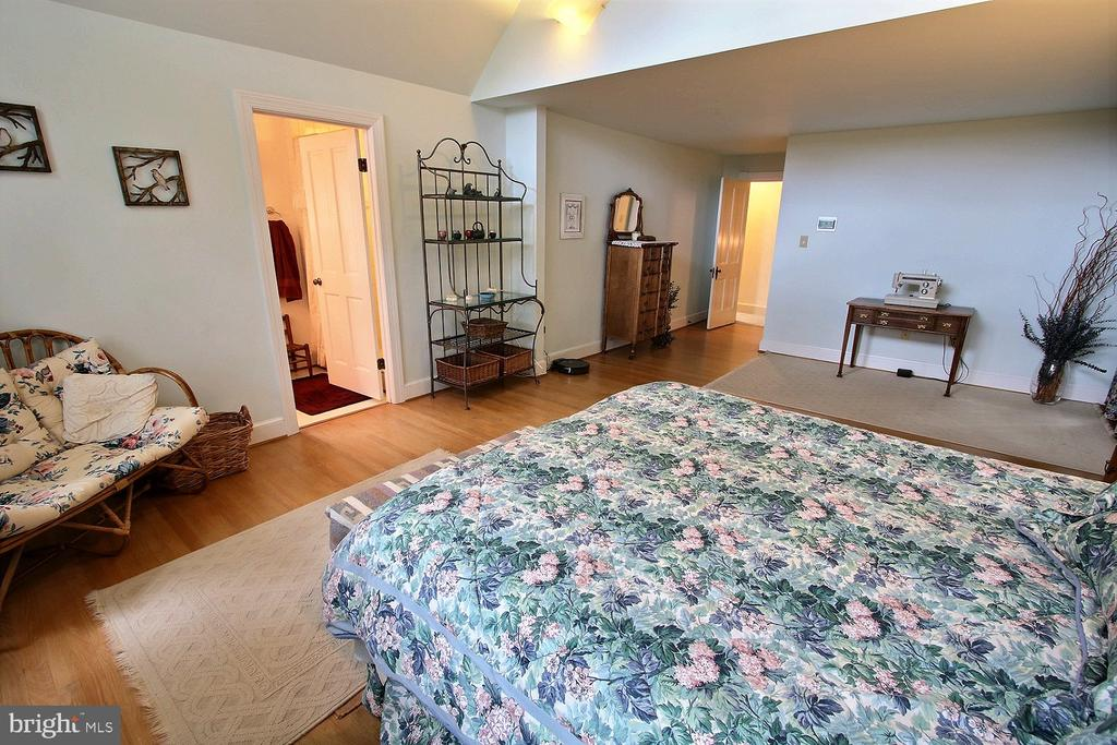 Master bedroom alt 1 - 11 BROOKES AVE, GAITHERSBURG