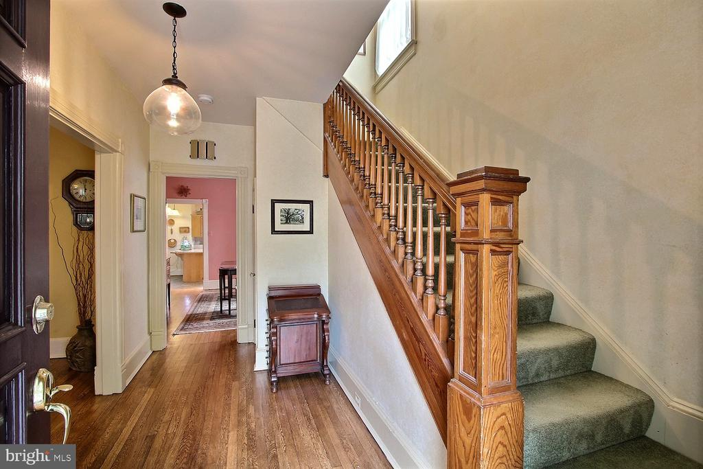 First floor entry - 11 BROOKES AVE, GAITHERSBURG