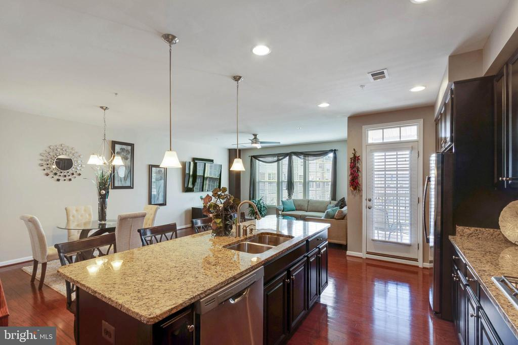 Breakfast Room Adjoins Kitchen - 42091 PIEBALD SQ, ALDIE