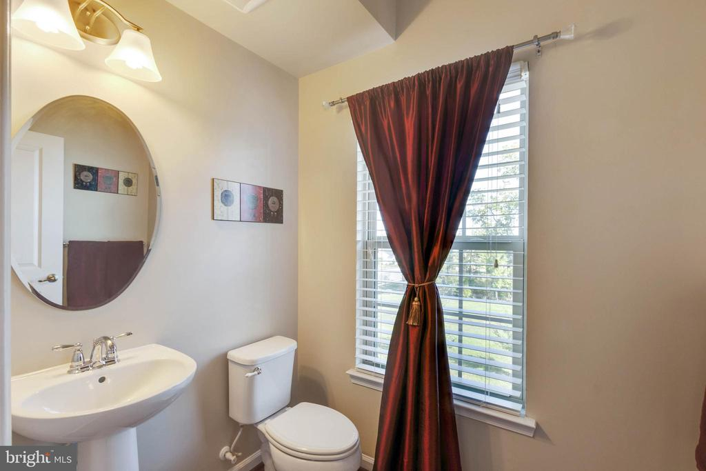 Powder Room - 42091 PIEBALD SQ, ALDIE