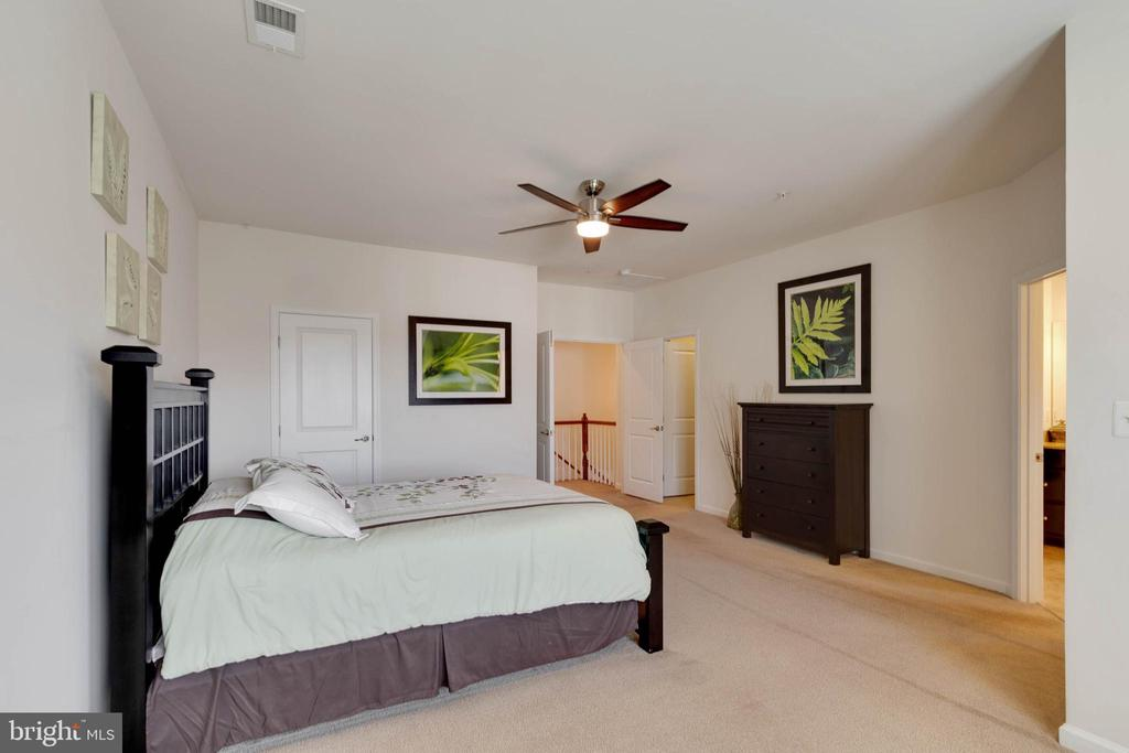 High  Ceilings - 42091 PIEBALD SQ, ALDIE