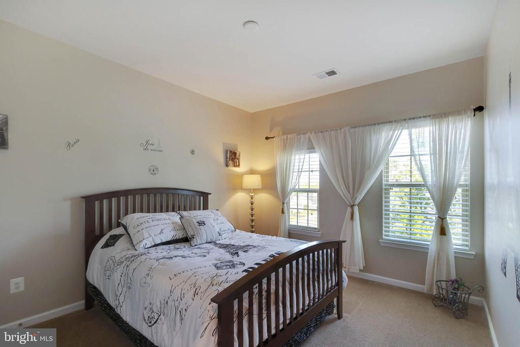 Spacious Secondary Bedrooms - 42091 PIEBALD SQ, ALDIE