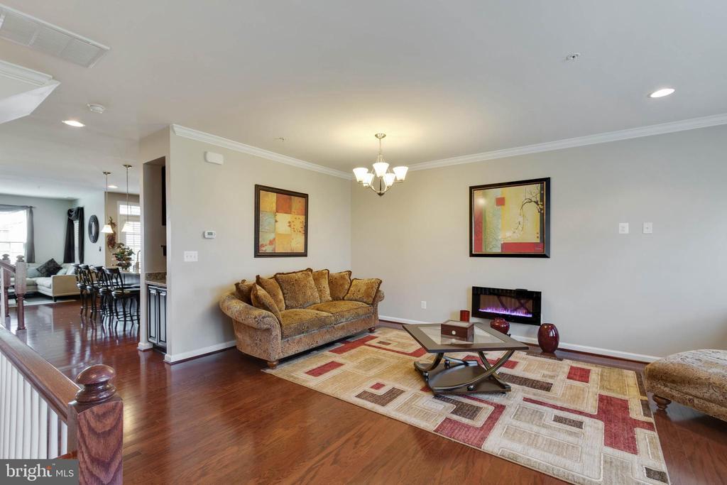 Hardwood Floors Throughout Living Level - 42091 PIEBALD SQ, ALDIE