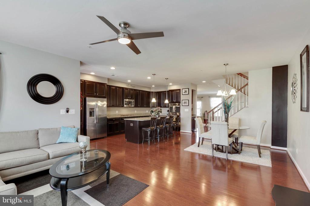 Bright and Open Floor Plan - 42091 PIEBALD SQ, ALDIE