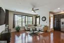 Spacious Family Room with Ceiling Fan - 42091 PIEBALD SQ, ALDIE