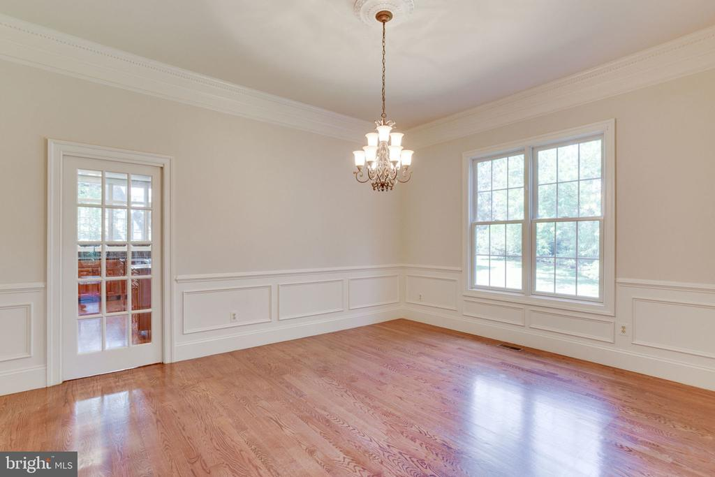 Formal Dining Room w/ chair & crown molding - 1843 HUNTER MILL RD, VIENNA