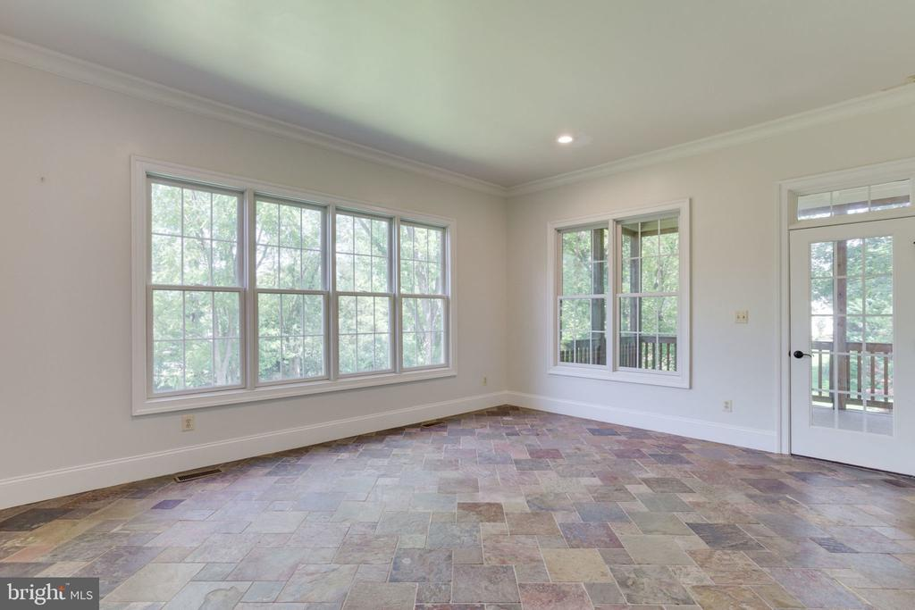 Sunroom leads to screened porch - 1843 HUNTER MILL RD, VIENNA