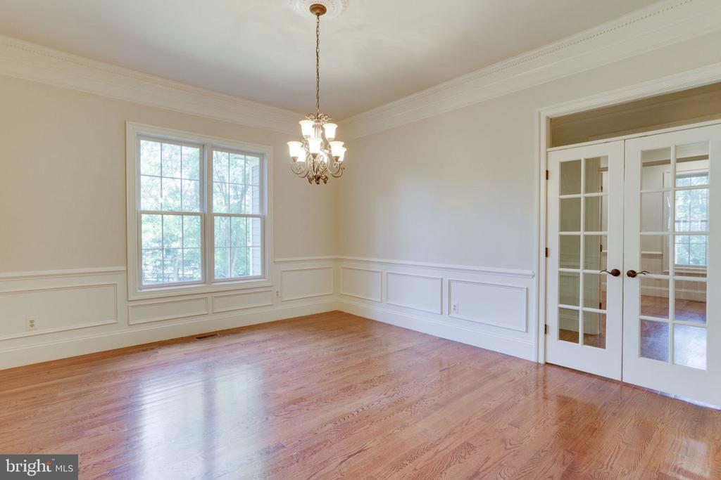 DR w/ French doors - 1843 HUNTER MILL RD, VIENNA