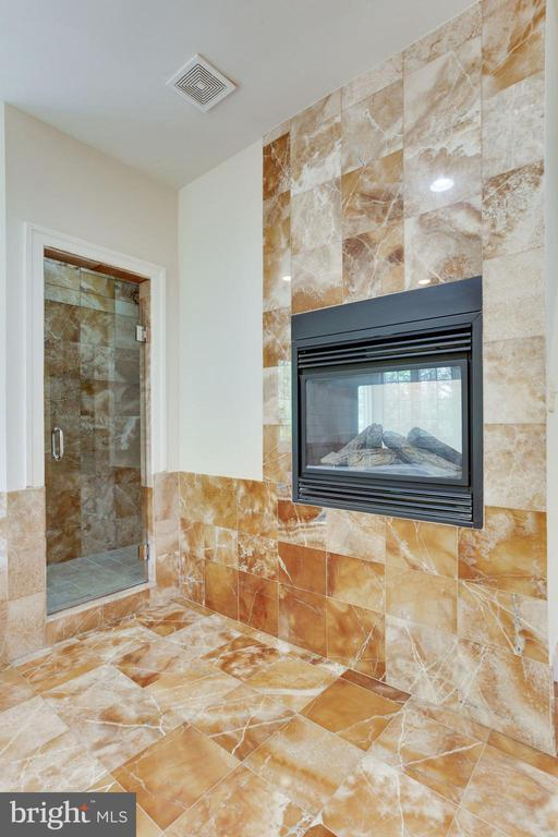 Enjoy the glow of a fire while you soak! - 1843 HUNTER MILL RD, VIENNA