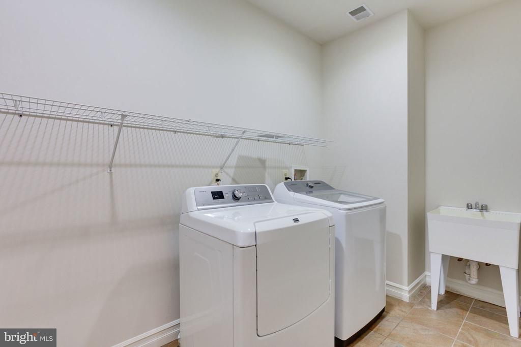 UL Laundry room (another washer/dryer in LL) - 1843 HUNTER MILL RD, VIENNA