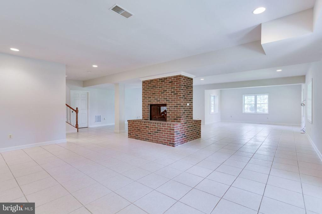 Dual fireplace with ample room for entertaining - 1843 HUNTER MILL RD, VIENNA