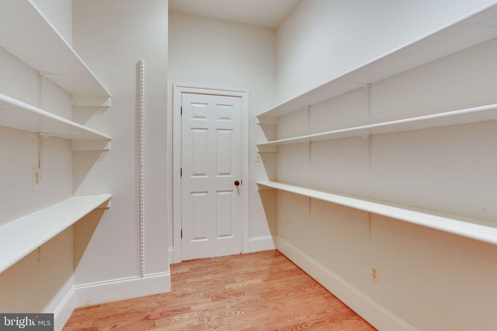 Plenty of pantry storage! - 1843 HUNTER MILL RD, VIENNA