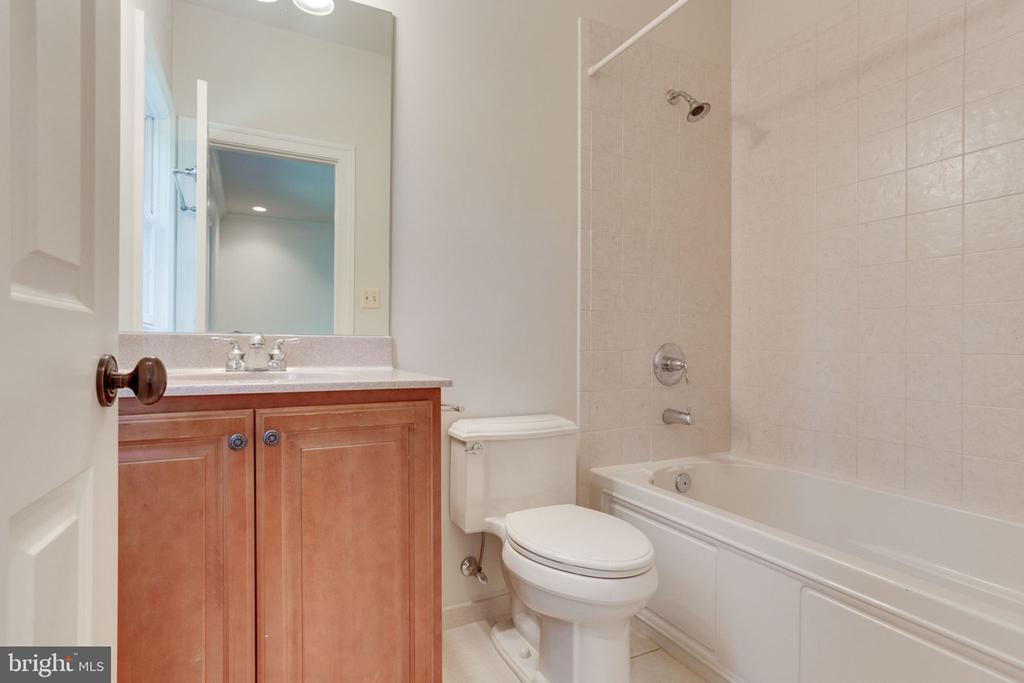 En-suite bathroom - 1843 HUNTER MILL RD, VIENNA