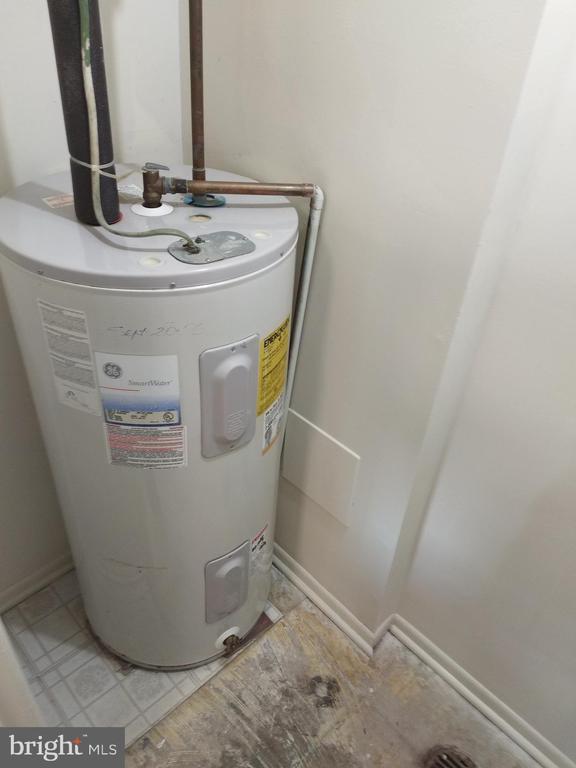 Hot water heater. - 3827 EL CAMINO PL #13, ALEXANDRIA