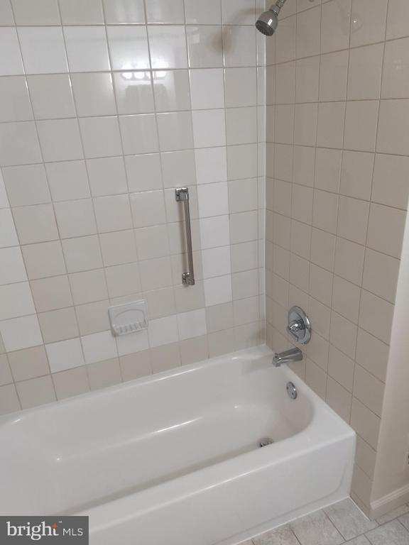 Bath/tub in full bathroom - 3827 EL CAMINO PL #13, ALEXANDRIA