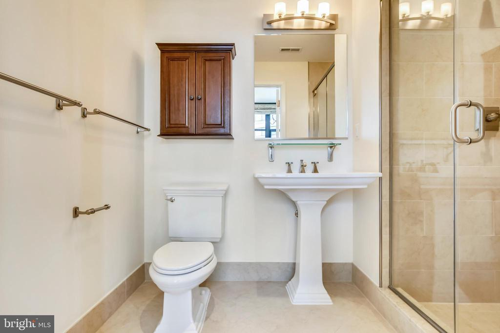 Second bedroom en suite bathroom - 4301 MILITARY RD NW #PH2, WASHINGTON