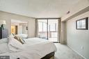 Master suite with private entrance to sunroom - 1001 N VERMONT ST #809, ARLINGTON
