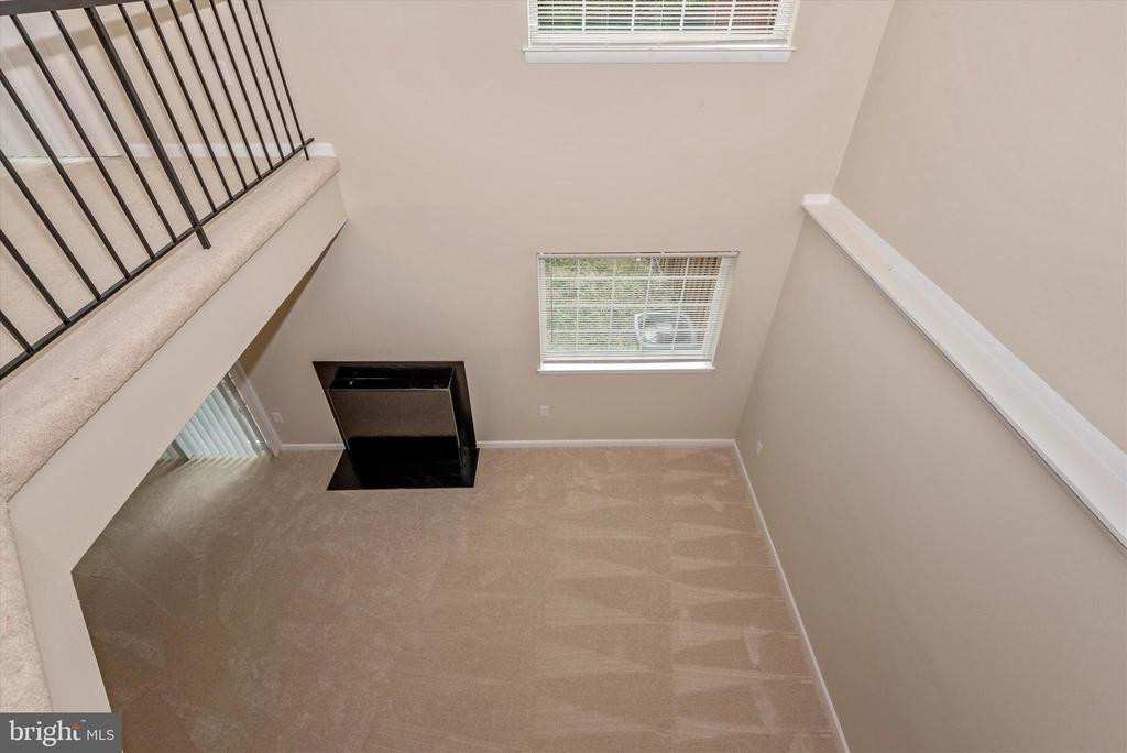 Dramatic Overlook to Finished Basement below!! - 18413 HALLMARK CT, GAITHERSBURG