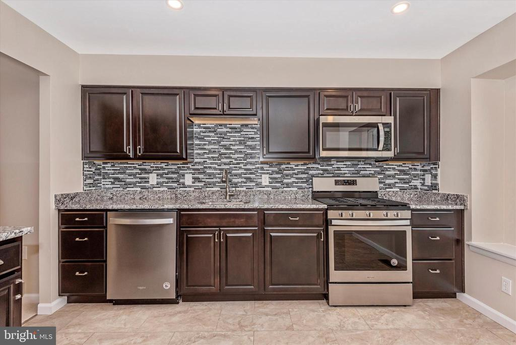 Totally Brand NEW Kitchen w/SS, Granite & Ceramic - 18413 HALLMARK CT, GAITHERSBURG