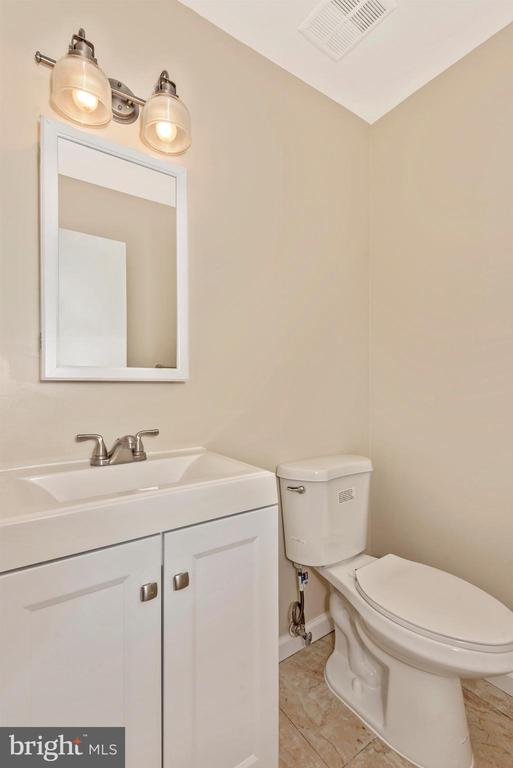 One of two Full Baths - 18413 HALLMARK CT, GAITHERSBURG