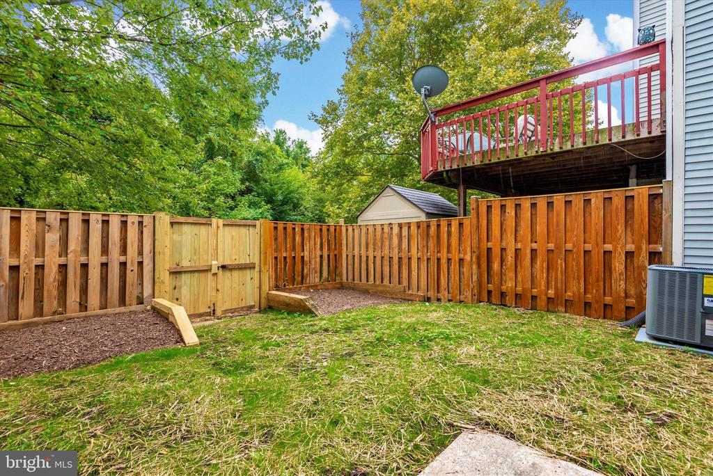 Fenced Backyard backing to Trees and Stream - 18413 HALLMARK CT, GAITHERSBURG