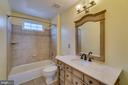 Shared bathroom - 20210 HIDDEN CREEK CT, ASHBURN