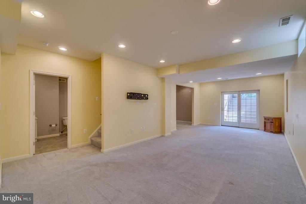 Basement with Full Bath and walkout steps - 20210 HIDDEN CREEK CT, ASHBURN