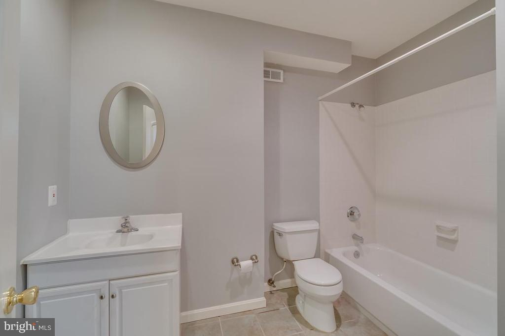 Basement Full Bath - 20210 HIDDEN CREEK CT, ASHBURN