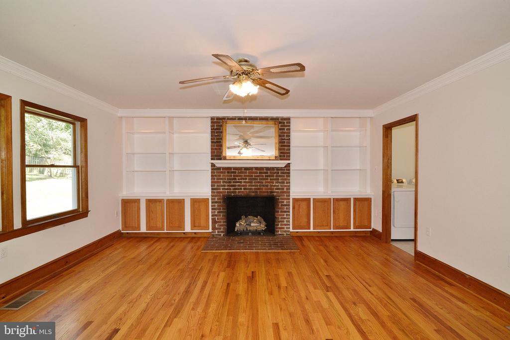 Family Room w/ Fireplace - 3109 WOODLAND LN, ALEXANDRIA