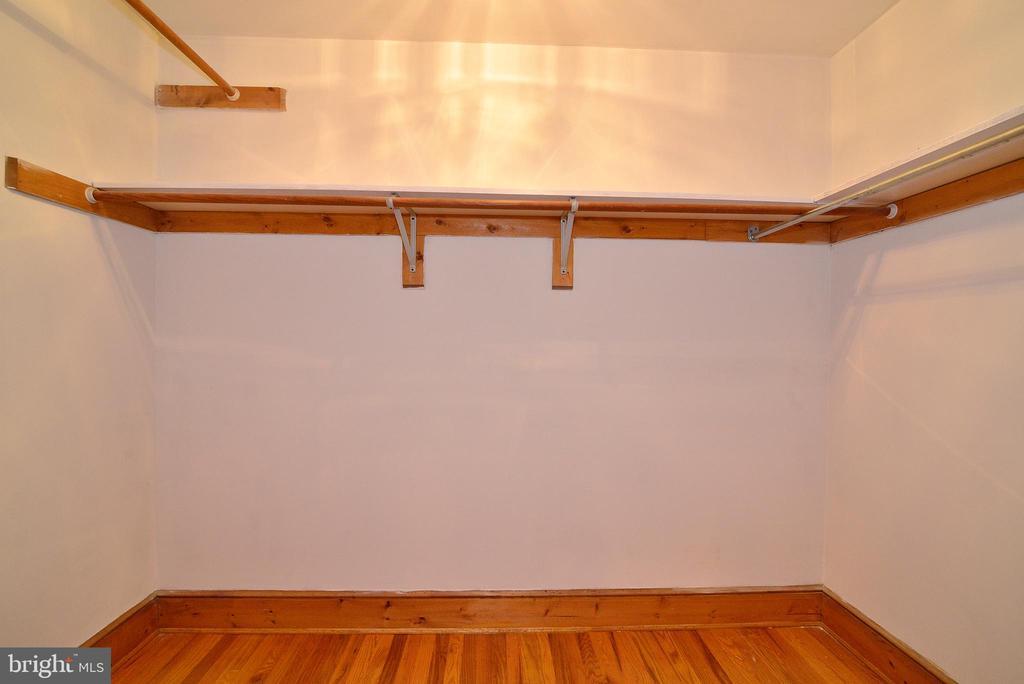 MBR Walk-In Closet - 3109 WOODLAND LN, ALEXANDRIA