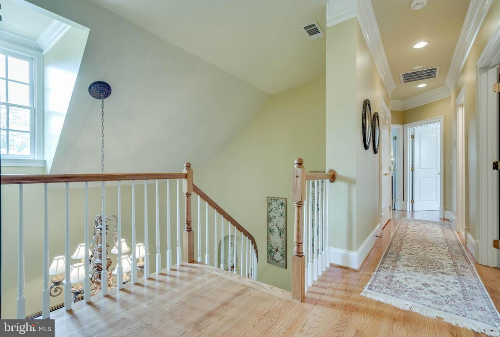 Expansive upper level! - 1011 N WASHINGTON ST, ALEXANDRIA