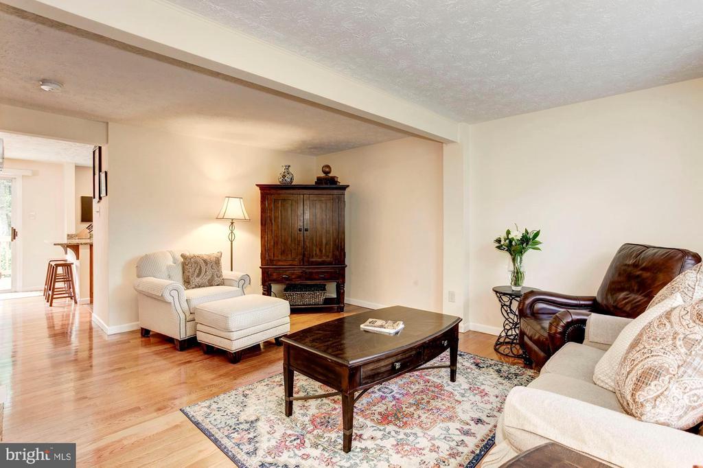 Living Room - Hardwood Floors - 6115 GARDENIA CT, ALEXANDRIA