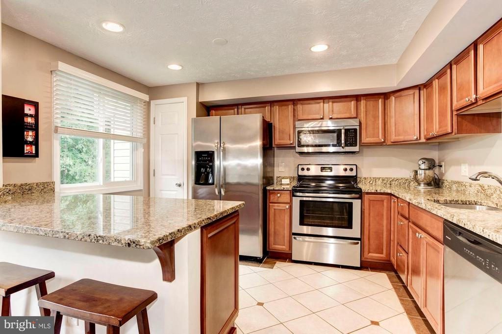 Kitchen - Stainless Steel Appliances! - 6115 GARDENIA CT, ALEXANDRIA