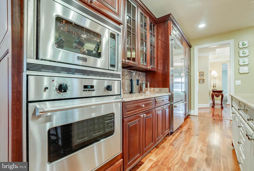 The family chef will be happy in this kitchen! - 1011 N WASHINGTON ST, ALEXANDRIA