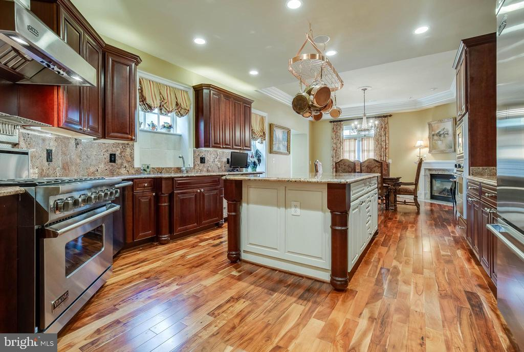 4x8ft center island with granite counter top. - 1011 N WASHINGTON ST, ALEXANDRIA