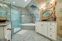 Gorgeous master bath! - 1011 N WASHINGTON ST, ALEXANDRIA