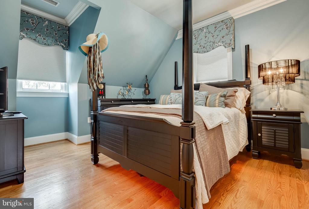 Calming blue room with it's own bath! - 1011 N WASHINGTON ST, ALEXANDRIA