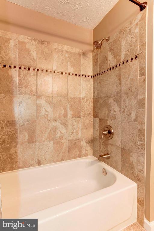 Full Bathroom #2 - Beautiful Tile Work! - 6115 GARDENIA CT, ALEXANDRIA