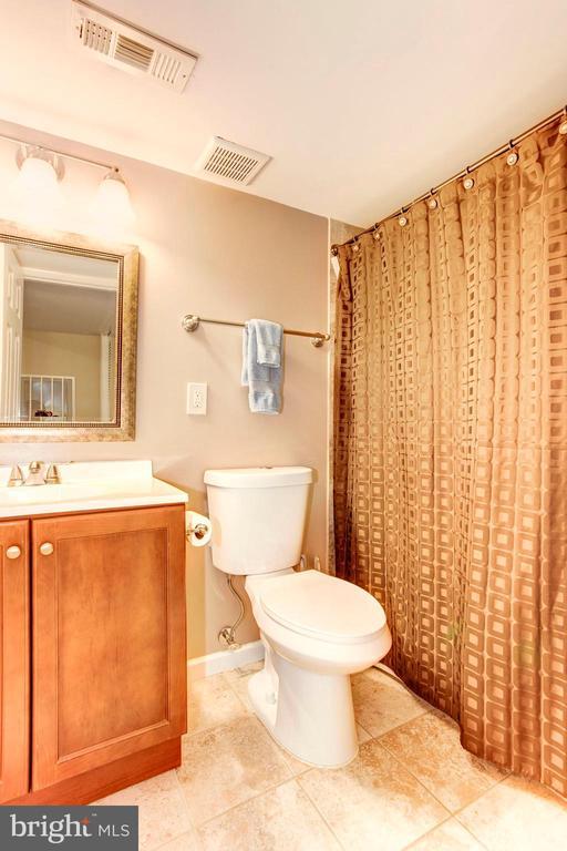 Full Bathroom #3 - 6115 GARDENIA CT, ALEXANDRIA