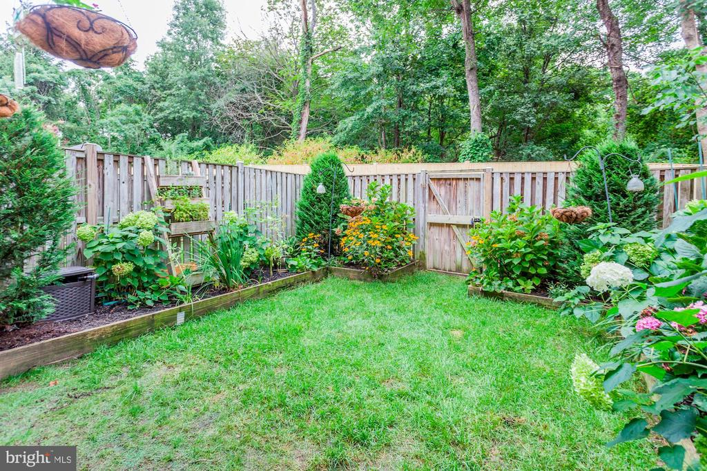 Back Yard - Meticulously Maintained! - 6115 GARDENIA CT, ALEXANDRIA