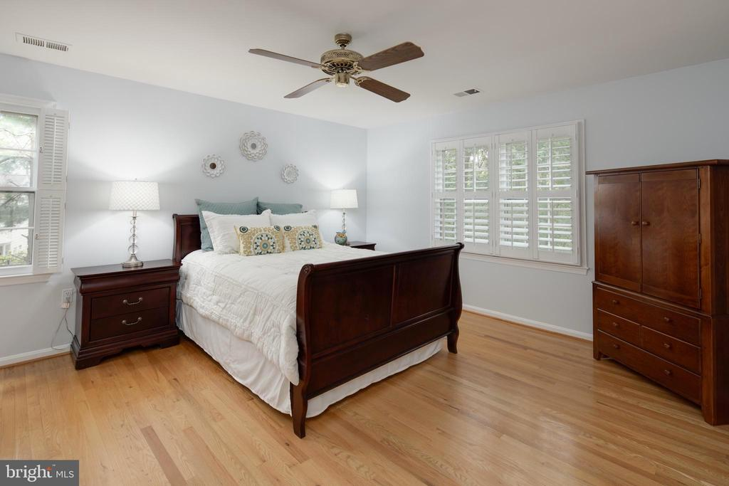 Large 4th Upper Level Bedroom. - 11005 BIRDFOOT CT, RESTON