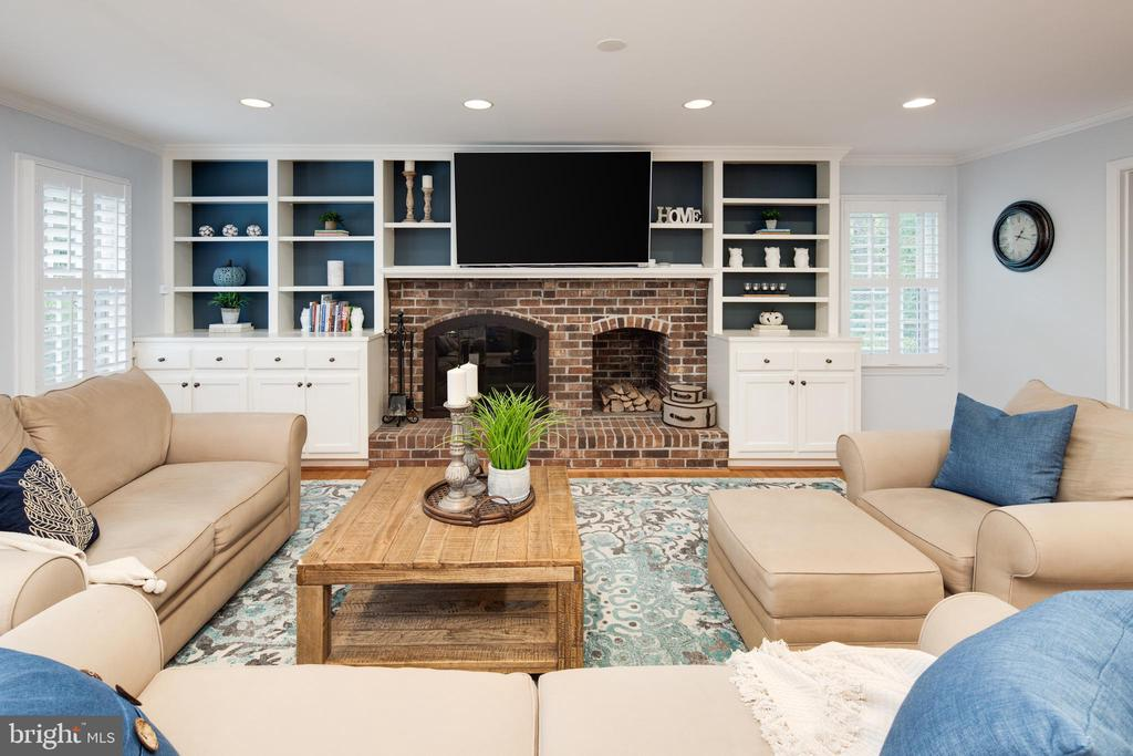 Family room with built-ins, hardwoods & fireplace. - 11005 BIRDFOOT CT, RESTON