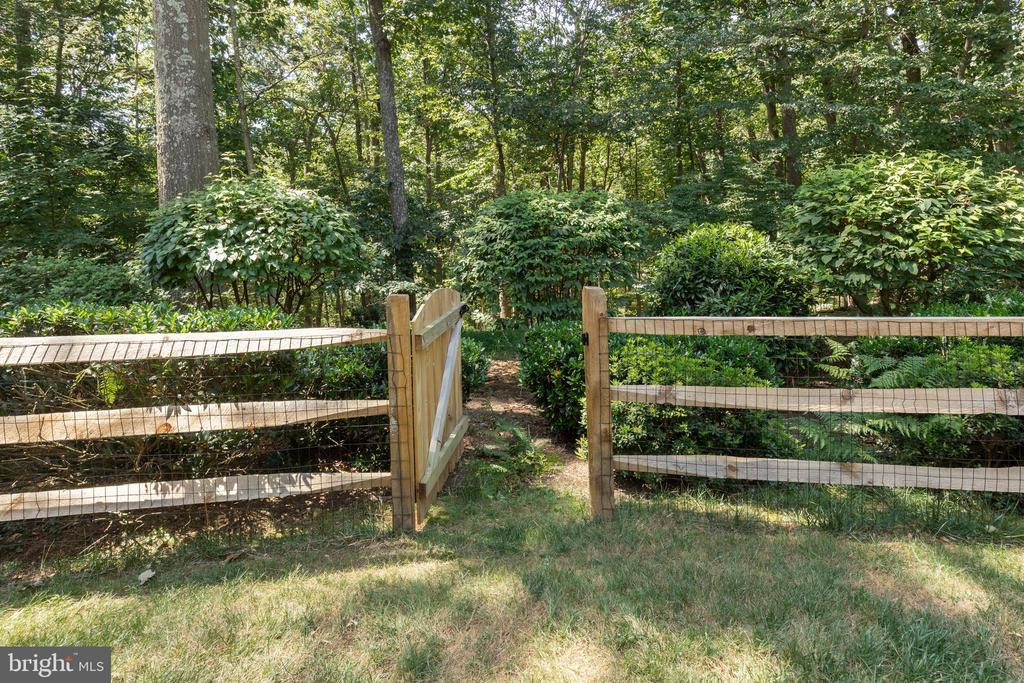 Fenced yard opens to private treed lot. - 11005 BIRDFOOT CT, RESTON
