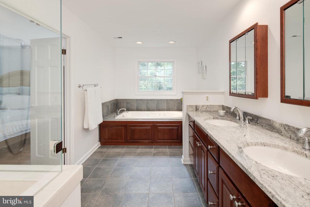 Renovated bath with dual vanities, soaking tub. - 11005 BIRDFOOT CT, RESTON